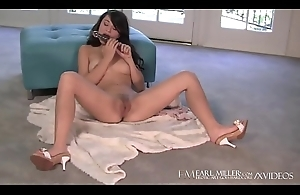 Cali Unreserved Sophia Borehole Fucks Her Stingy Twat Until That babe Cums!