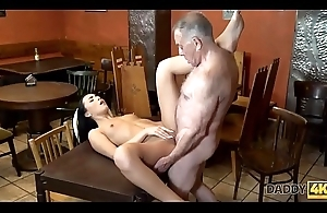DADDY4K. Chick Anna Crunch at one's best let old lover stretch the brush soaked pussy relating to bar