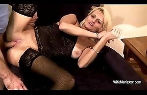 Smoking mature Wife Marie involving wristbands gets the brush holes screwed