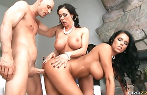 Lucky stud copulates apropos team a few fantastic brunettes