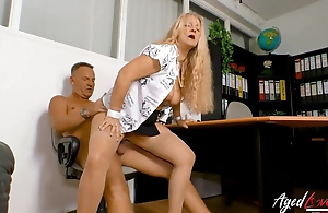 Boss fucks his hot mature secretary in an obstacle office